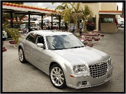 Chrysler 300C SRT8, Dealer