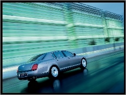 Ulica, Bentley Continental Flying Spur, Mokra